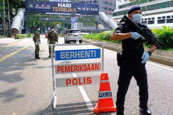 Malaysia phong tỏa toàn quốc