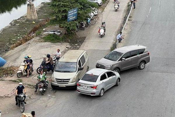 Bến cóc đầu cao tốc Pháp Vân vẫn chưa được xử lý