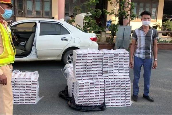 Cục CSGT phát hiện ô tô chở gần 5 ngàn gói thuốc lá ngoại nhập lậu