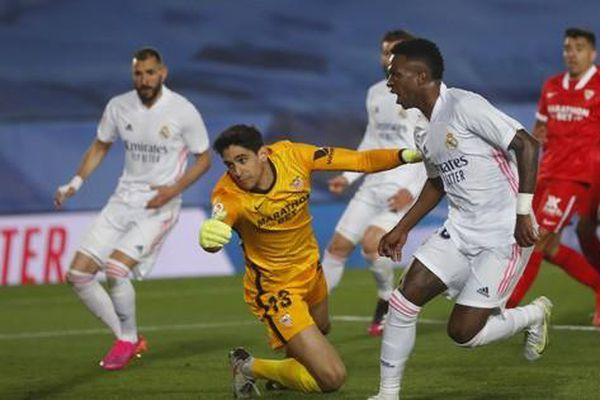 Mất điểm sân nhà, Real Madrid 'tố' trọng tài phá hỏng cuộc đua vô địch