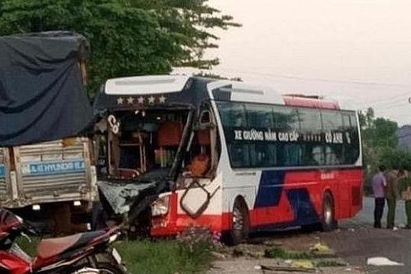 Tai nạn giao thông đến sáng 10/5: Loạt xe máy va chạm xe ben, 2 người tử vong, 2 người bị thương