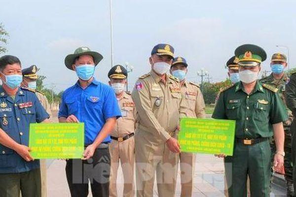 Thanh niên Bình Phước tiếp sức các lực lượng Campuchia phòng, chống dịch