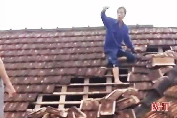 Dông, lốc gây nhiều thiệt hại ở Cẩm Xuyên