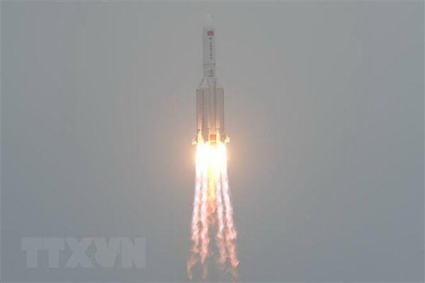 Video được cho là mảnh vỡ tên lửa Trung Quốc rơi xuống Ấn Độ Dương
