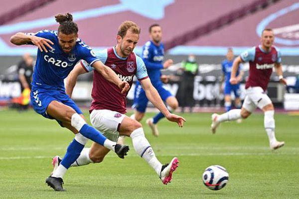 Lingard tịt ngòi, West Ham khó mơ Champions League