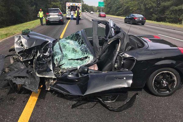 Sự thật bất ngờ: Khi bị đâm, ô tô 'nát bét đầu' là có lý do