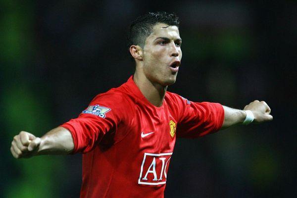 Ngày này năm xưa: Ronaldo ghi bàn thắng cuối cùng cho MU