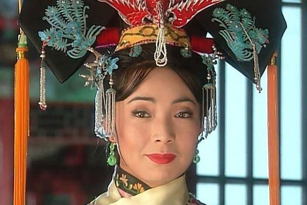 Hoàng hậu của 'Hoàn châu cách cách': Bị con gái xa lánh vì đóng vai ác