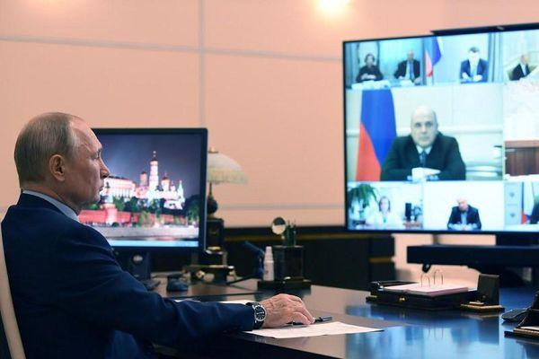 Ông Putin luôn 'tự cách ly' dù đã tiêm vaccine COVID-19?