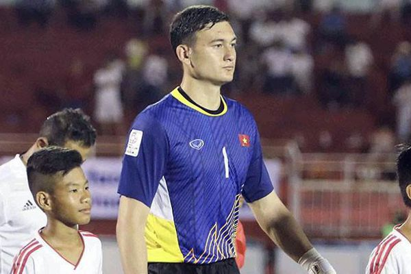 Cầu thủ Thái Lan đá J-League được về còn Văn Lâm thì không