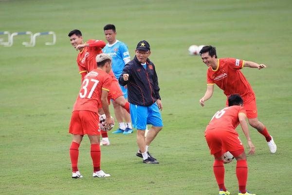 Thầy trò ông Park làm nóng với đối thủ mạnh ở UAE