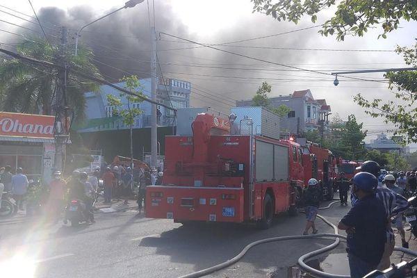 Cháy lớn tại quán bar Gossid ở TP Cà Mau