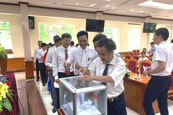 Gắn nâng cao chất lượng đội ngũ đảng viên với xây dựng tổ chức đảng vững mạnh