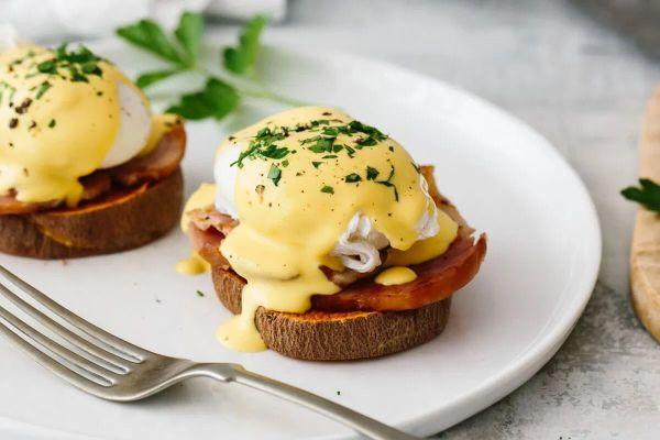 Ăn sáng kiểu Mỹ với món trứng benedict lừng danh
