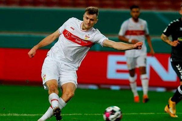 Tiền đạo cao 2 m được Tottenham, Dortmund săn đón