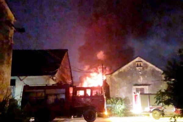 Cháy lớn tại Công ty cổ phần kỹ nghệ thực phẩm 19/5 trong đêm