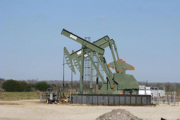 Lo ngại về khủng hoảng Covid-19 tại Ấn Độ, giá dầu giảm xuống dưới ngưỡng 68 USD/thùng