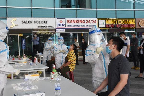 Xét nghiệm hơn 2.000 nhân viên Cảng hàng không quốc tế Đà Nẵng