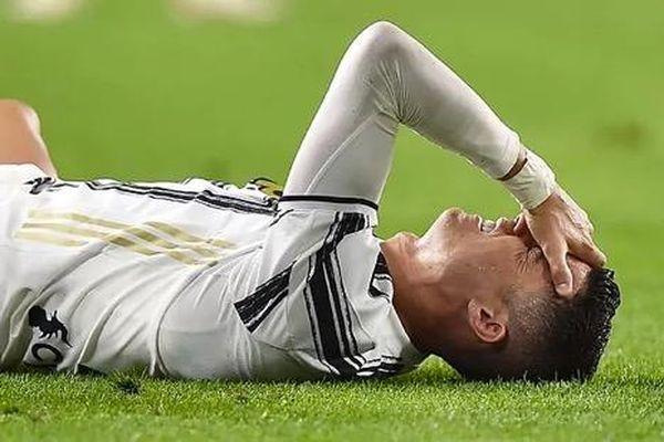 Báo Italia ví Ronaldo như cầu thủ…mới vào nghề