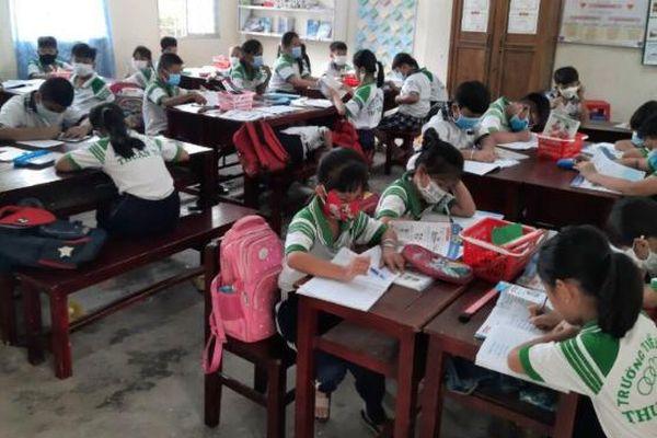 Trường học vùng biên: Giáo viên 'xung trận' chống dịch