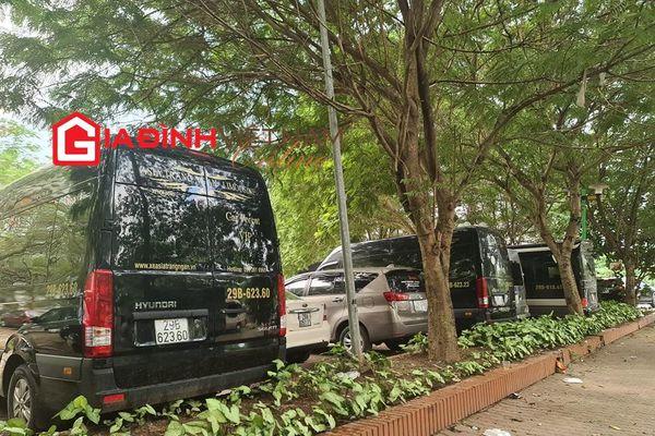 Hà Nội: Cư dân bức xúc trước bãi trông giữ xe 'chiếm' khuôn viên vui chơi ở quận Cầu Giấy