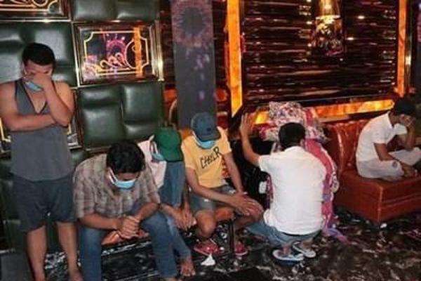Phát hiện 30 đối tượng dương tính với ma túy tại quán karaoke