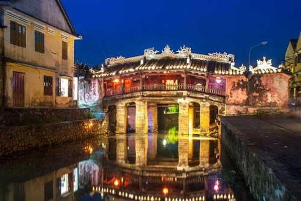 Top 13 cây cầu đẹp như cổ tích đáng chiêm ngưỡng khắp thế giới: Có cả Chùa Cầu ở Hội An