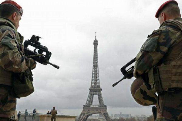 Gần 50.000 quân nhân Pháp khẩn thiết cảnh báo về nguy cơ nội chiến