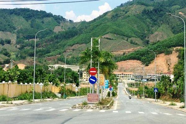 Quảng Ngãi: Huyện nghèo chú trọng làm đường tạo đột phá kinh tế