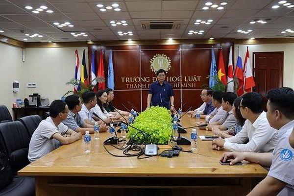 Thiếu tướng Dương Văn Thăng thăm trường Đại học Luật TPHCM