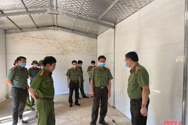Giám đốc Công an tỉnh kiểm tra tiến độ xây dựng 600 ngôi nhà cho các hộ nghèo trên địa bàn huyện Mường Lát
