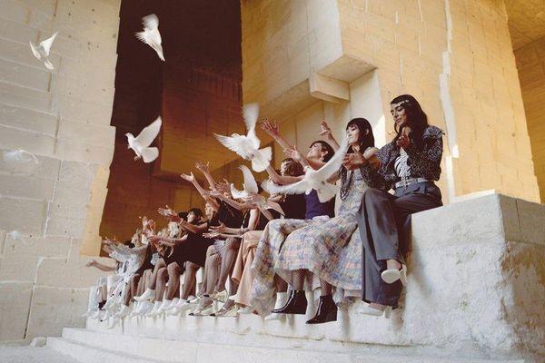 Mơ ước về 'cánh chim tự do' của Chanel được truyền tải qua BST Cruise 2021/2022
