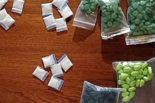 Bắt nghi phạm tàng trữ ma túy đá, thuốc lắc