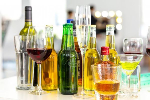 Top những thực phẩm nên ăn kèm khi uống rượu bia để giảm bớt tác hại