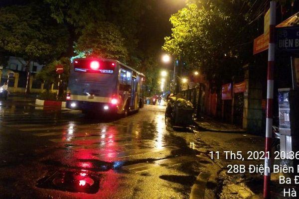 Vì sao trận mưa chiều tối nay gây úng ngập cục bộ nhiều khu vực tại Hà Nội?