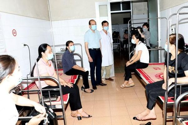 Tiêm phòng COVID-19 trong vùng có dịch 'Mình phải an toàn thì bệnh nhân mới an toàn'