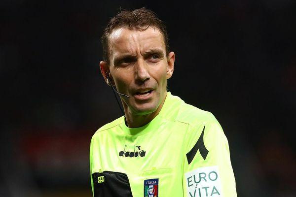 Trọng tài Serie A bị treo còi vì mặc quần jeans trong phòng VAR