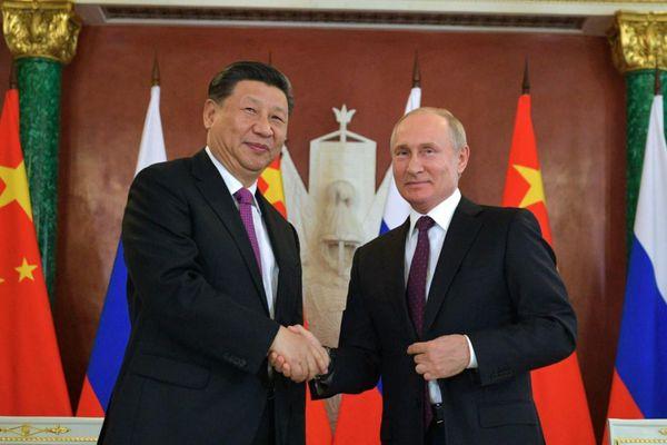 Khi phương Tây ích kỷ, 'liên minh vaccine' Nga - Trung đang hành động
