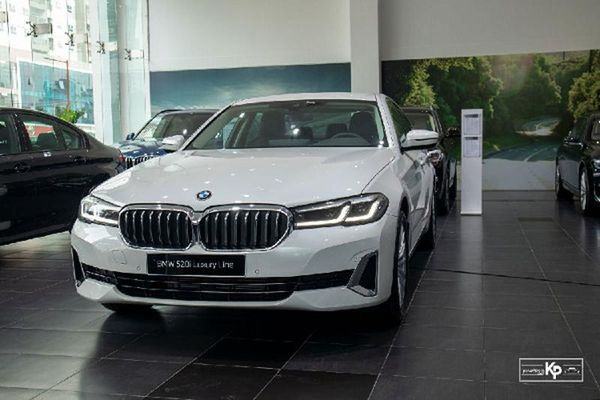 Cận cảnh BMW 520i Luxury Line 2021 hơn 2,4 tỷ đồng tại Việt Nam
