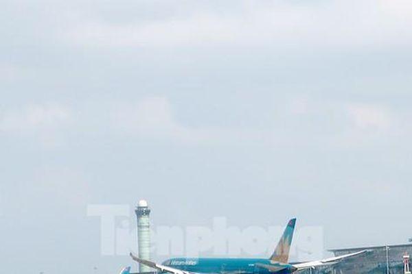 Vật thể bay và ánh sáng 'lạ' vây sân bay, Cục Hàng không chỉ đạo xử lý