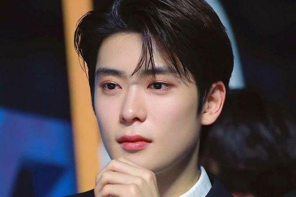 8 nam thần tượng Kpop có vẻ đẹp thu hút nhất