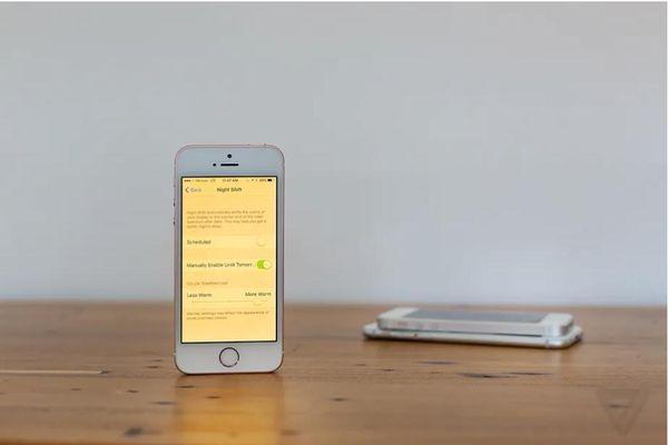 Thêm một nghiên cứu cho thấy tính năng Night Shift không có tác dụng như Apple quảng cáo