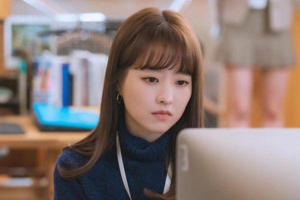 Park Bo Young hẹn hò với trai có vợ trong phim mới