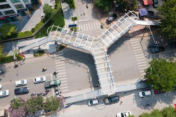 Độc đáo cầu bộ hành chữ Y đầu tiên ở Hà Nội