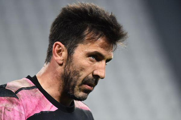 Buffon từ chối lời đề nghị đầu tiên