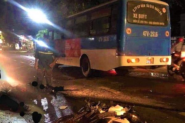 Va chạm với xe buýt, hai người đi xe máy tử vong tại chỗ
