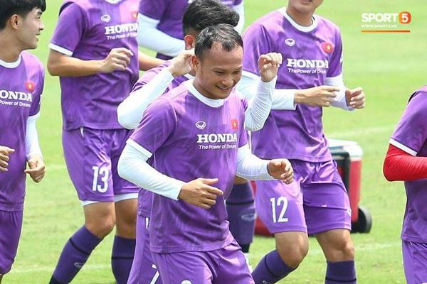 2 đội tuyển Việt Nam 'kín cửa luyện công'