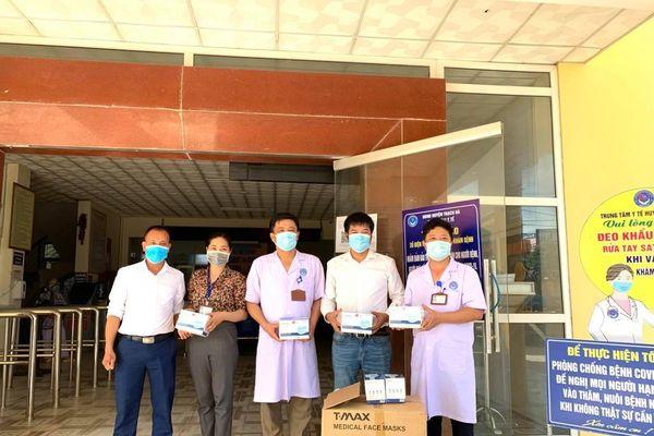 Báo GD&TĐ trao tặng 5.000 chiếc khẩu trang cho ngành y tế Hà Tĩnh