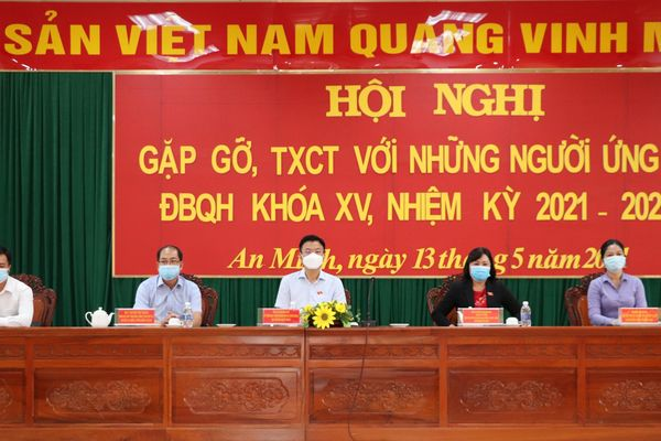 Bộ trưởng Lê Thành Long tiếp xúc cử tri huyện An Minh, Kiên Giang