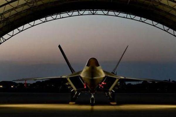 Vì sao Không quân Mỹ loại bỏ tiêm kích tàng hình tối tân F-22 Raptor?